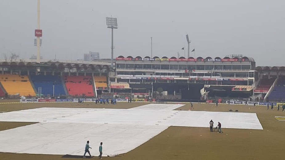 Rain causes delay in Pakistan-Bangladesh final T20 match