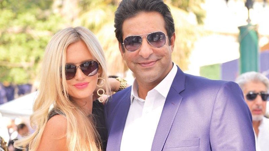 Shaniera's clean beach campaign: Wasim Akram terms Clifton beach as good as new