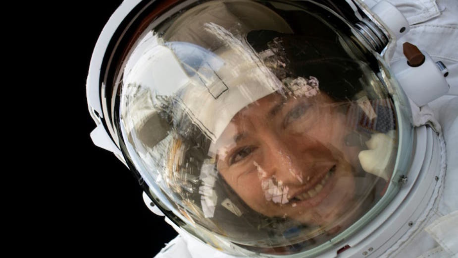 Record-breaking US astronaut returns to Earth
