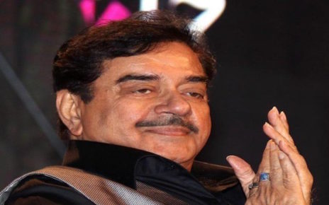 Shatrughan Sinha spotted at a wedding in Lahore