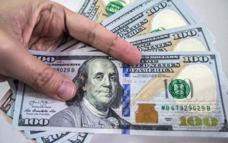 Dollar continues climb against rupee, edges up to Rs158.6 in interbank