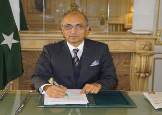 Embassy helps distressed Pakistanis during coronavirus lockdown in France